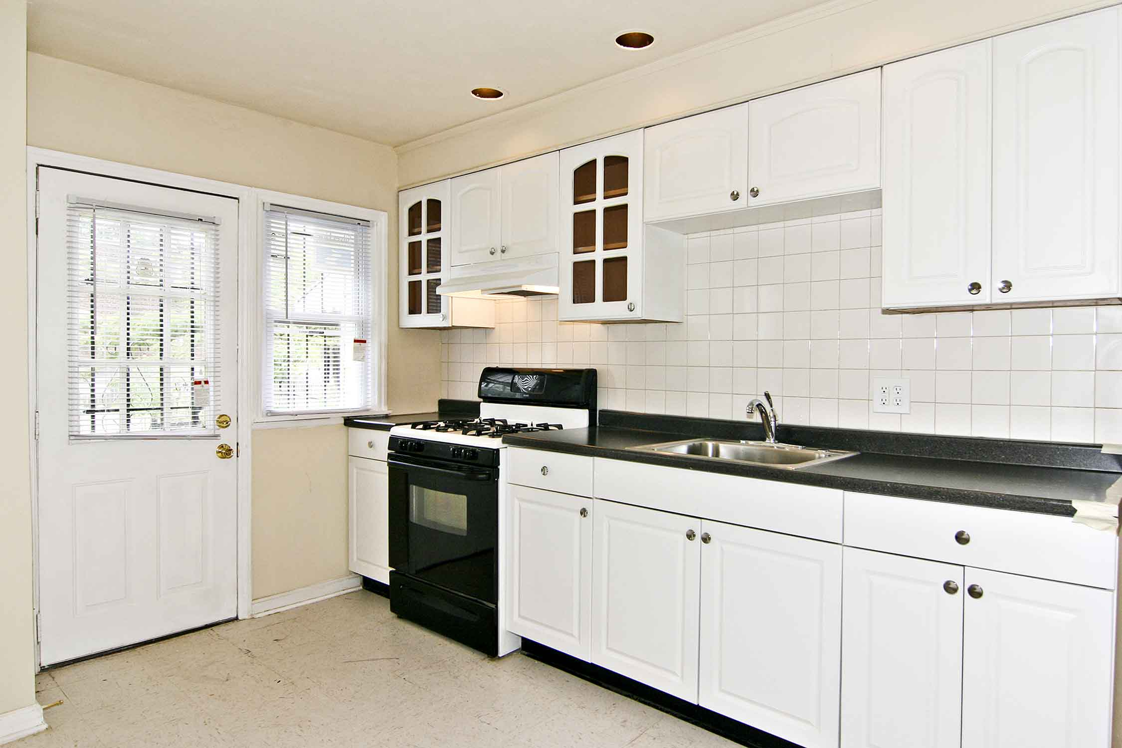 Dazzling White Kitchen Cabinets