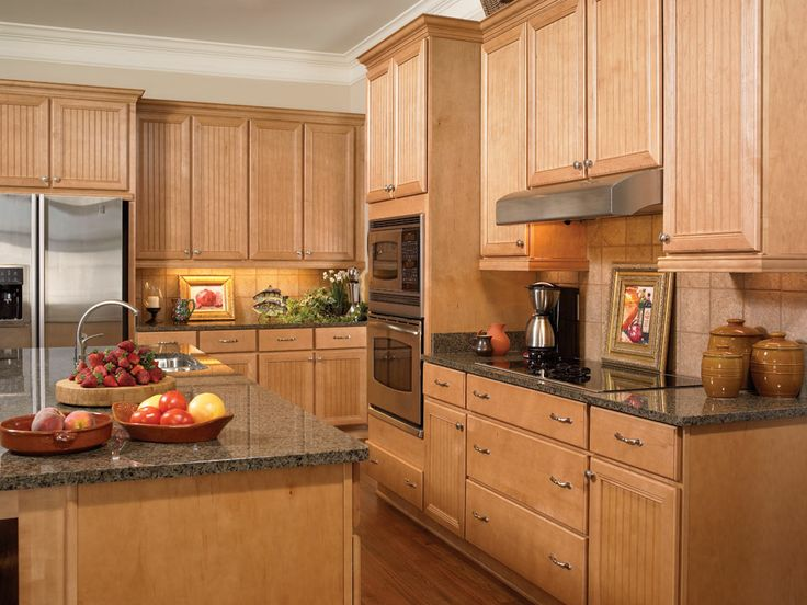 Well grown maple cabinets 2016 for Maple kitchen cabinets